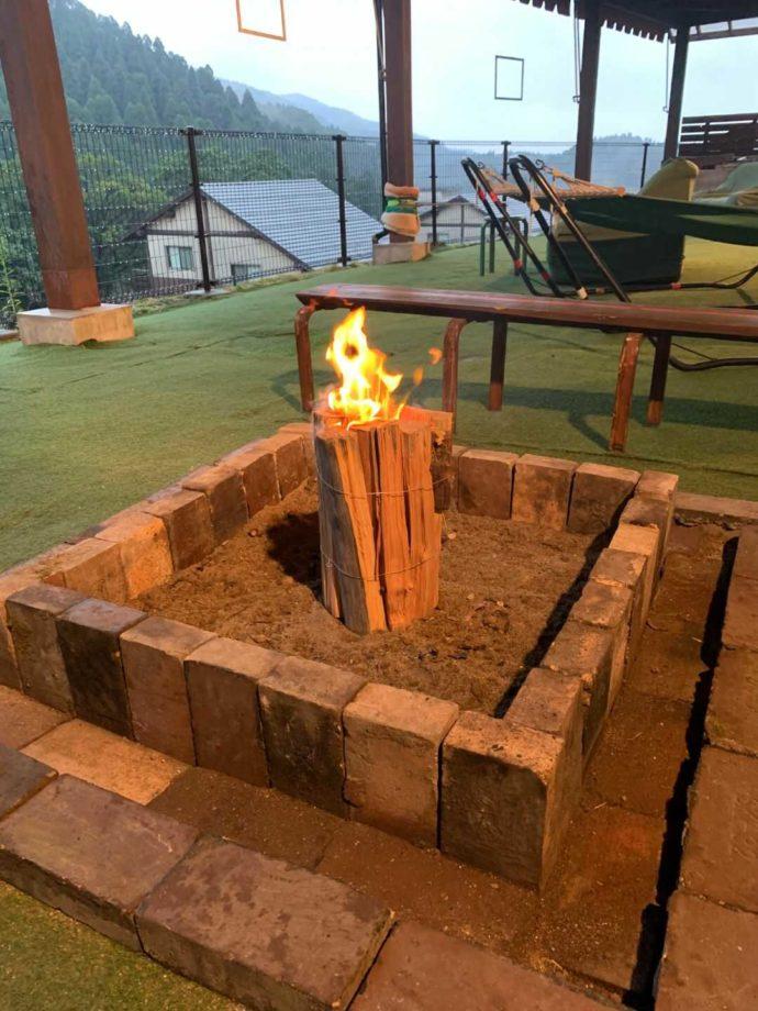 「猿ケ城渓谷森の駅たるみず」の焚き火風景