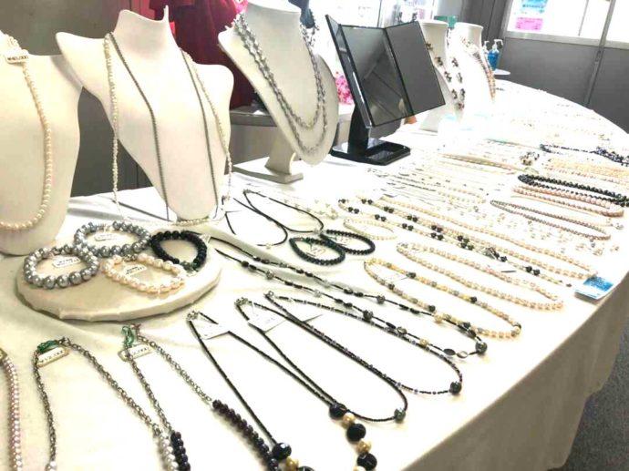 わくわく海中水族館シードーナツのある天草パールセンター内で売られている真珠のネックレス