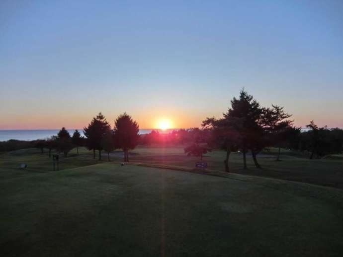 鹿部カントリー倶楽部から見える日の出