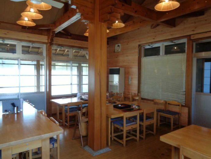 高瀬湖畔オートキャンプ場の施設内レストラン