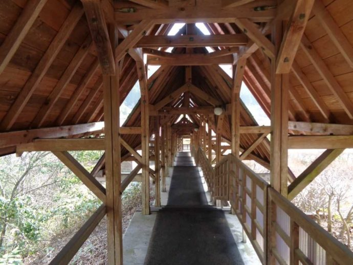 高瀬湖畔オートキャンプ場の回廊