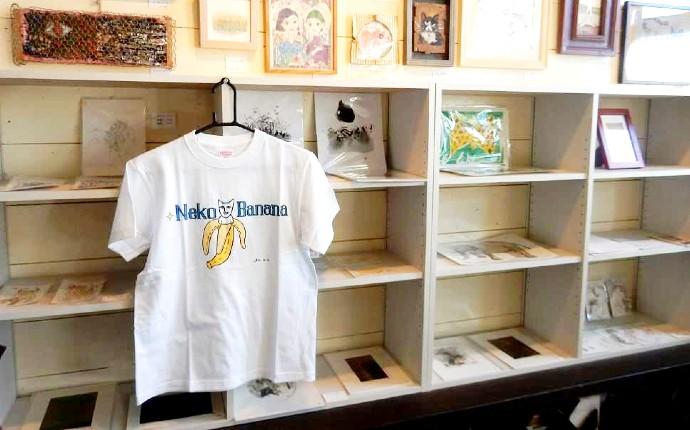 マオネコが描かれたオリジナルTシャツの写真