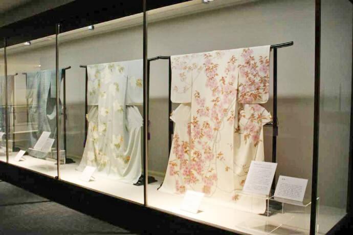 シルク博物館では絹の着物が見られる