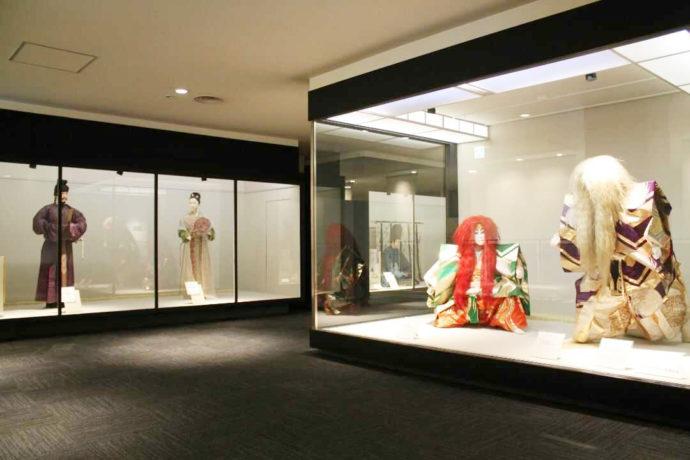 シルク博物館では日本の服飾文化の歴史を復元衣裳人形で紹介している