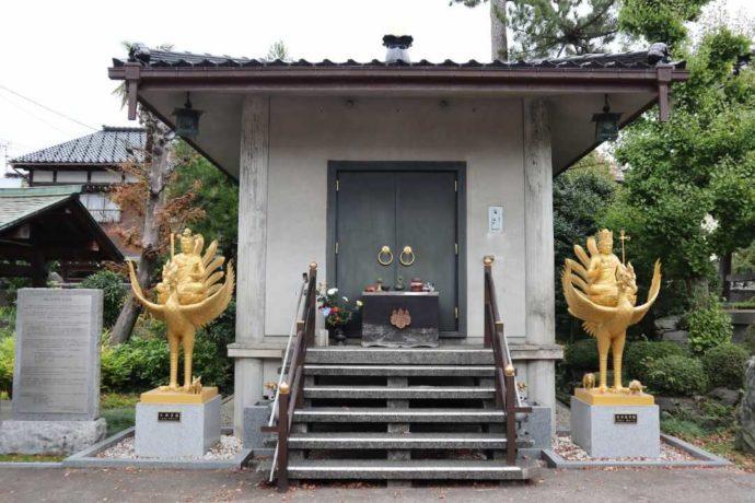 富山県高岡市にある「総持寺」の国指定重要文化財収蔵庫