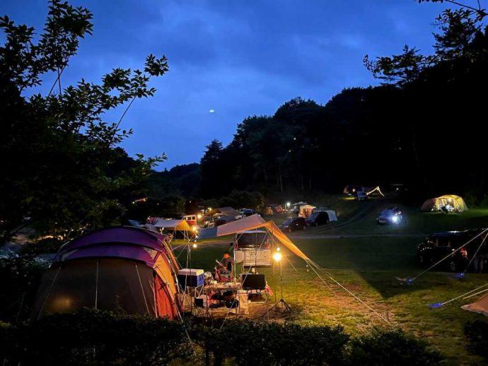 「星の降る森」の夜は灯りが美しい