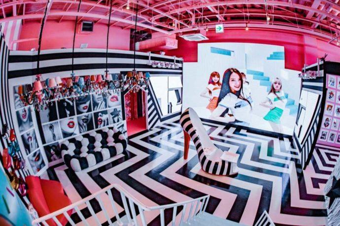 ひたすら可愛いミュージアム内のモノトーンな配色の空間