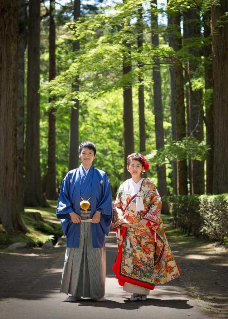 香雪園の庭園で撮影した和装のウェディングフォト