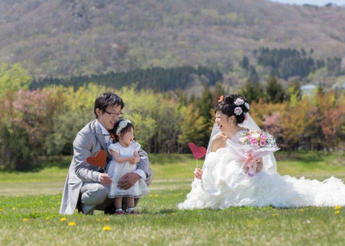 夫婦と娘が3人で撮るウェディングフォト