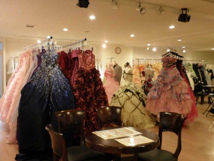 ロケプランのドレスが選べる提携衣装店の写真