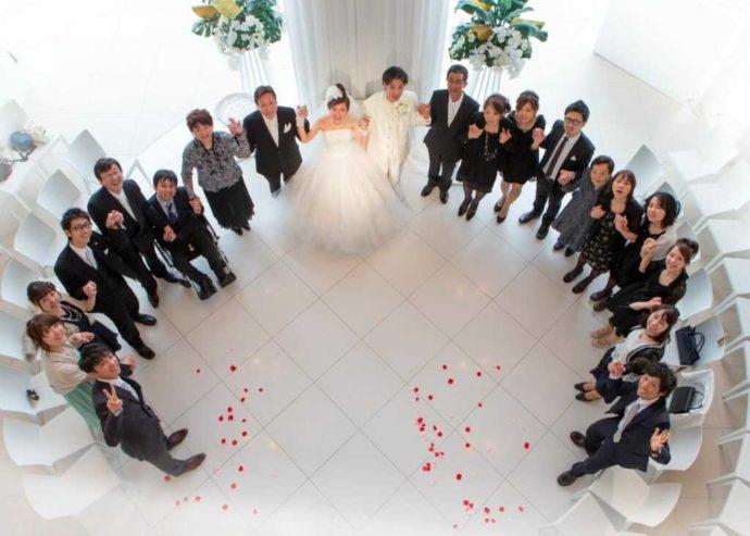 結婚式で撮影したゲストとの集合写真