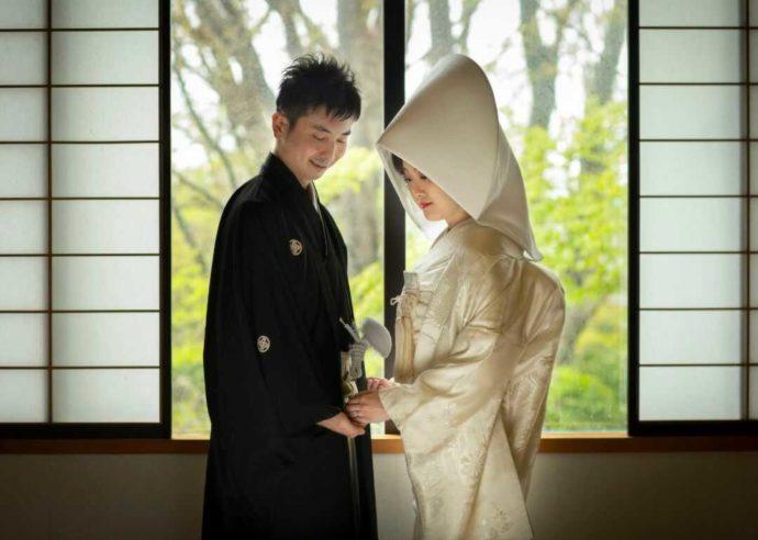 亀田八幡宮の和室で撮影した白無垢でのウェディングフォト