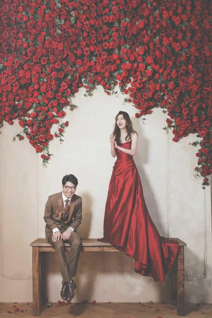 LUXEでは情熱的なバラに囲まれた写真も叶う