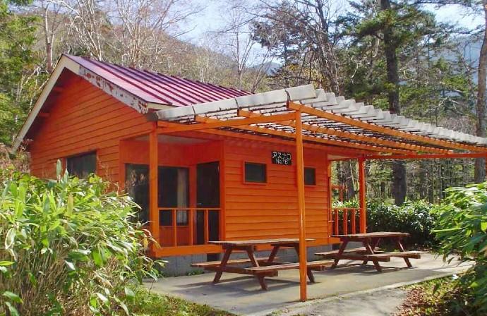 菅沼キャンプ村のバンガローアスナロ