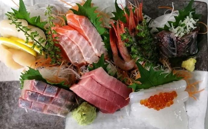 浅草にある「寿司 令和」の人気メニュー「令和特選刺身盛り合わせ」