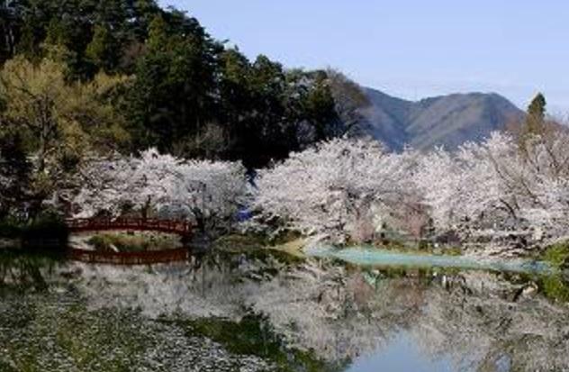 長野県須坂市にある「須坂市動物園」に隣接する臥竜公園