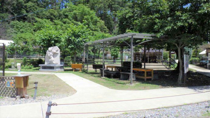 長野県須坂市にある「須坂市動物園」の施設内の様子
