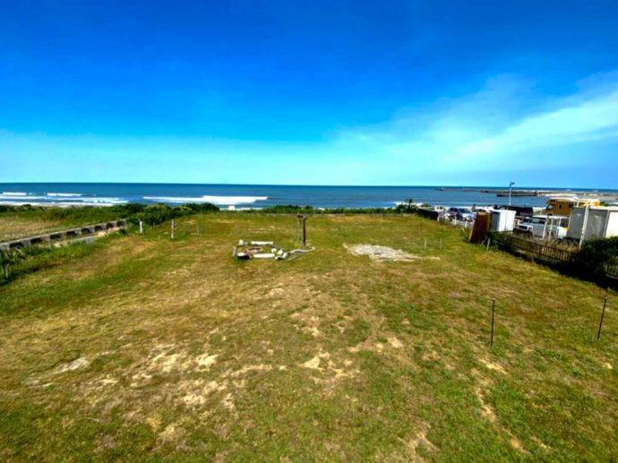 「シーサイド太東海岸バーベキュービレッジ」にある芝生のサイト