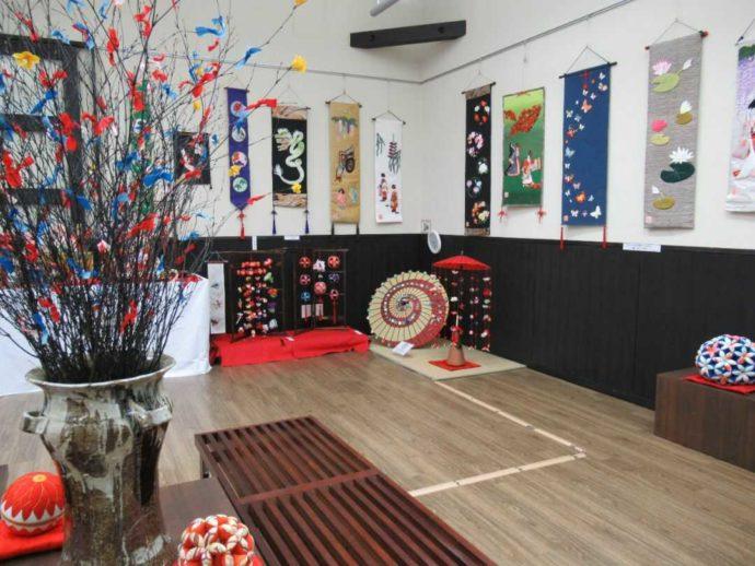 髙倉勝子美術館桜小路の多目的室で開催された布細工展