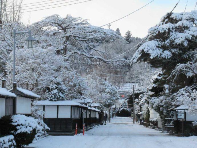 雪が積もった髙倉勝子美術館桜小路