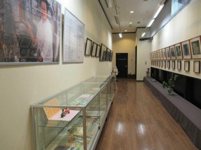 宮城県登米市にある髙倉勝子美術館桜小路の通路ギャラリー