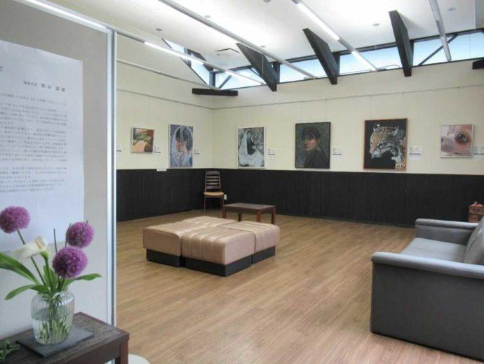 髙倉勝子美術館桜小路の多目的室で開催された高校生絵画展