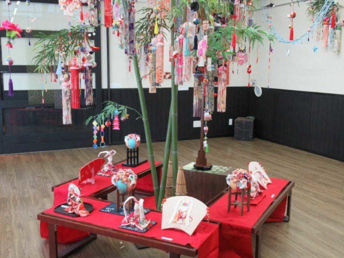髙倉勝子美術館桜小路の多目的室で展示された七夕飾り