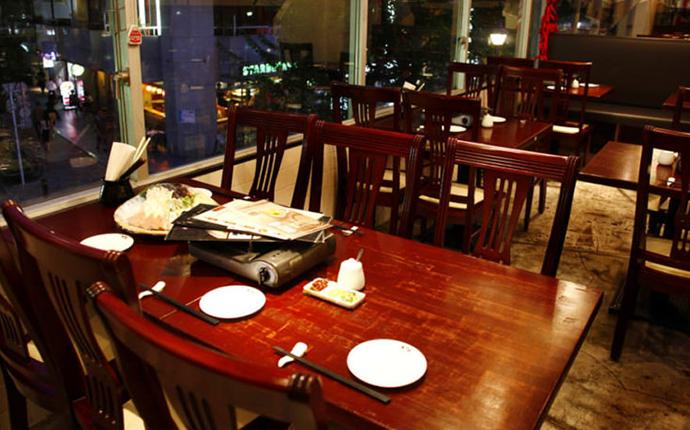 天丹 銀座本店のテーブル席