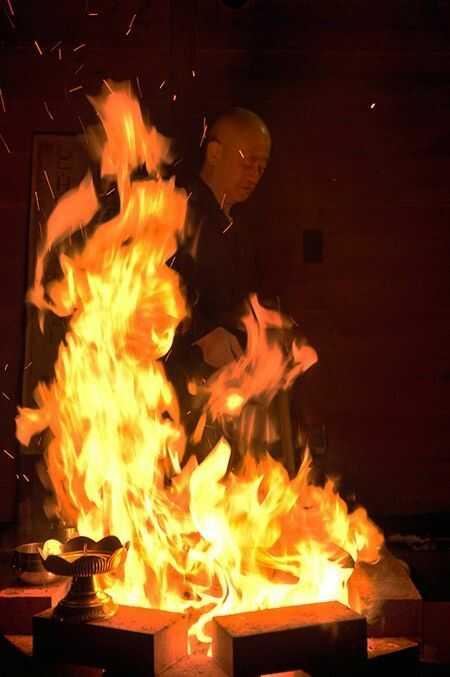 天光寺の護摩焚き