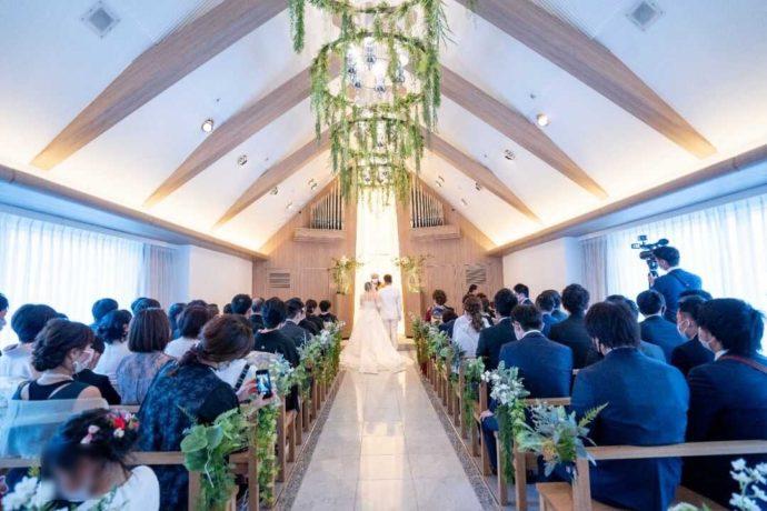 ザ・ニューホテル熊本の白と緑が美しいチャペル
