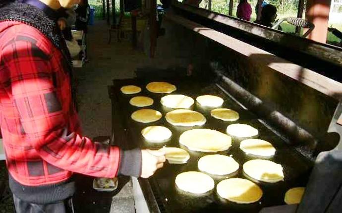 チロリン村キャンプグランドのパンケーキサービス
