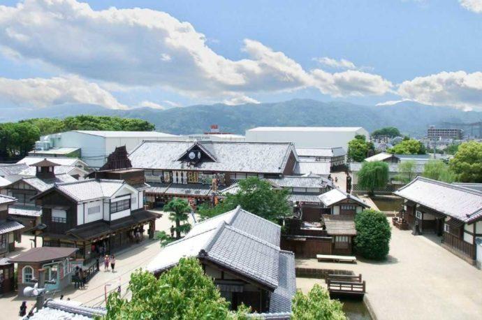 俯瞰して見た東映太秦映画村の景色
