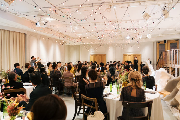 TRUNK BY SHOTO GALLERYの披露宴会場にてカーテンがオープンする前の様子