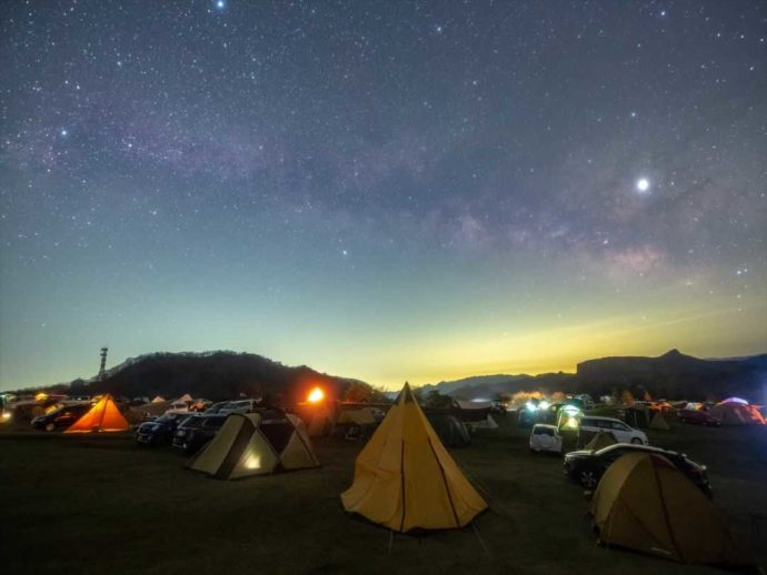 夜の内山牧場キャンプ場では満天の星空が楽しめる
