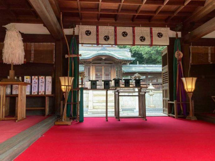 上地八幡宮の拝殿