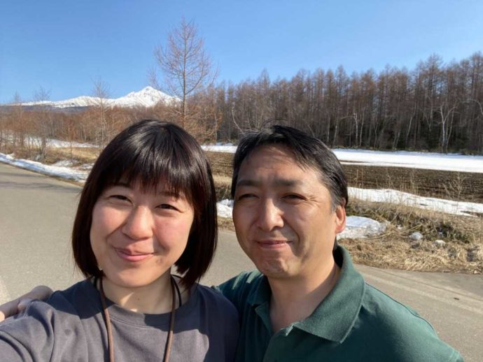 北海道・知床専門のウエネウサルみどりのスタッフが里山の下見をしている様子