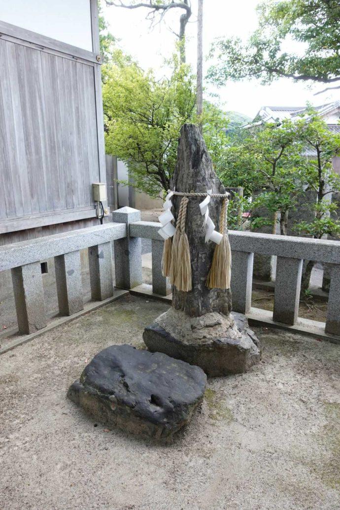 宇原神社の安産スポット「御腰掛の石」