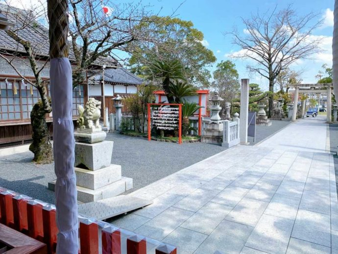 宇原神社の清潔な境内