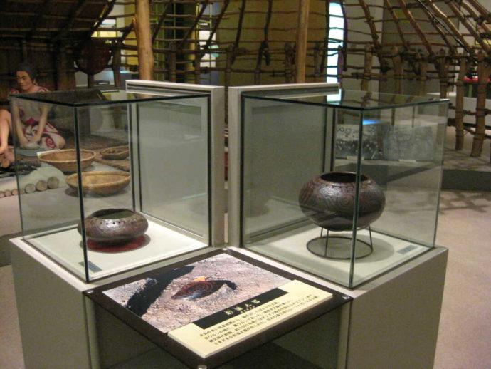うきたむ風土記の丘考古資料館に展示されている彩漆土器