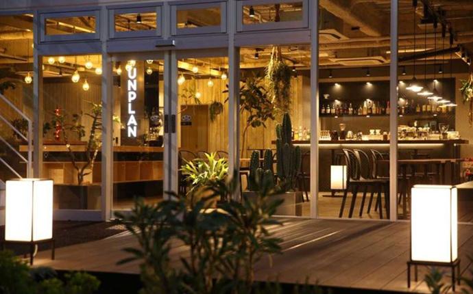東京都新宿区のカフェ「Gather by UNPLAN」の外観
