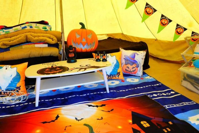 ハロウィン仕様に飾られた「GRAN BLUE」のテント内の様子