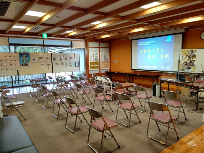 紹介DVDが上映される学習室