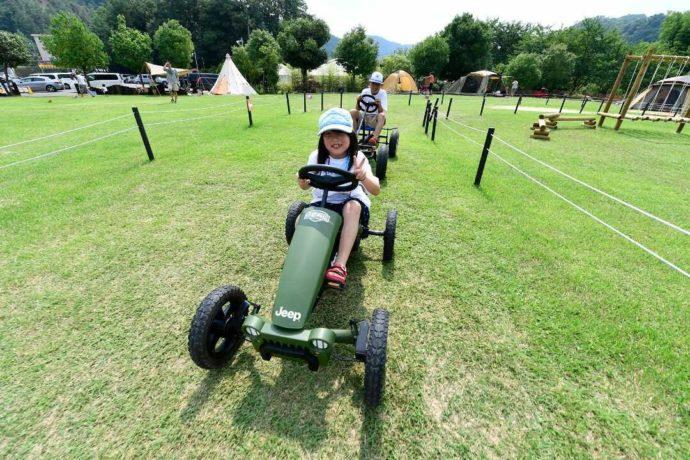 丹波篠山キャンプ場 やまもりサーキットで体験できるアクティビティ「足漕ぎカート」
