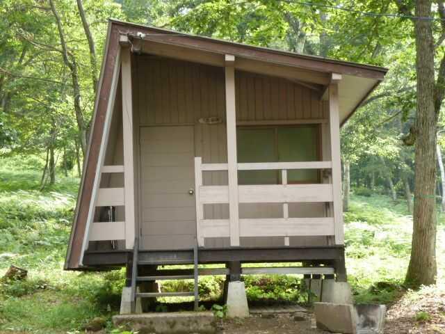 岐阜県飛騨市にある「山之村キャンプ場」のバンガロー(小)