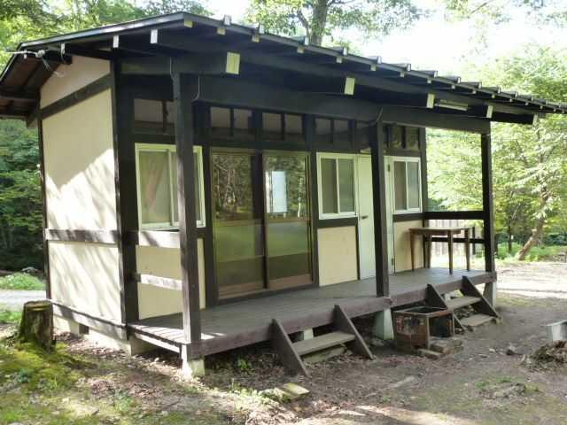 岐阜県飛騨市にある「山之村キャンプ場」のバンガロー