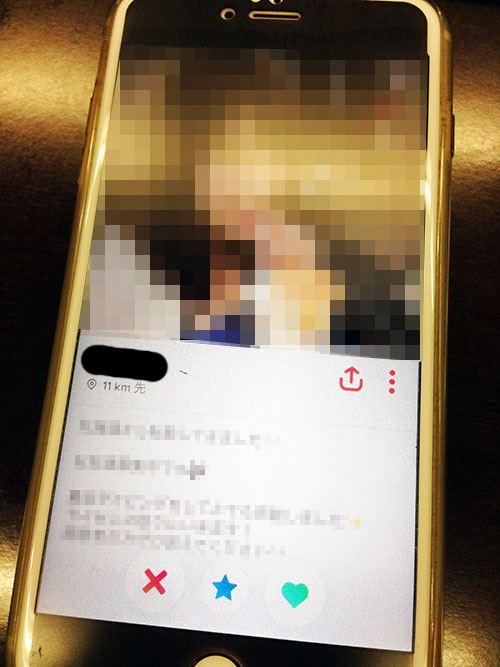 Tinderに表示された女性の詳細なプロフィール