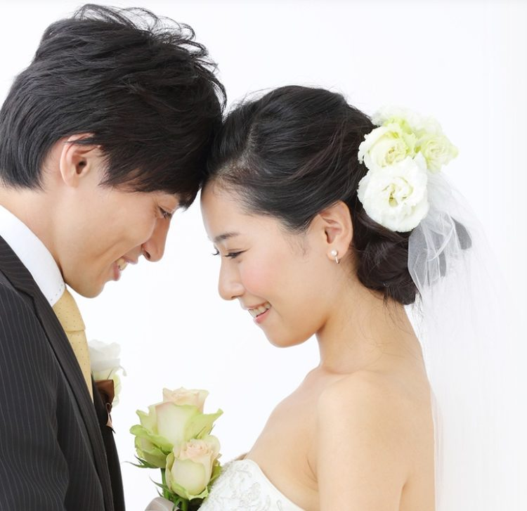 東京都港区の結婚相談所「ハッピーカムカム」で出会ったカップルのイメージ