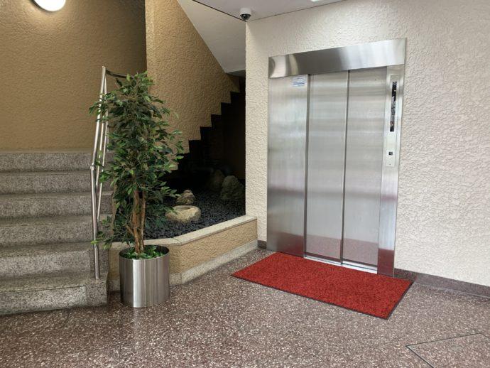 結婚相談所ブライズデザインが入っているビルのエレベーター