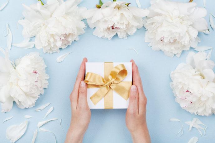 【サプライズ!】誕生日や記念日にサプライズでプレゼントやメッセージカードを渡す方法